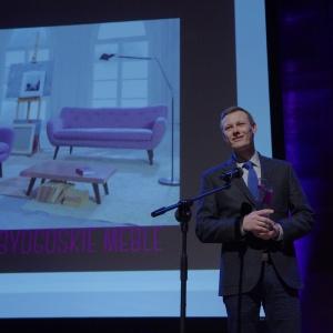 Nagrodę w kategorii przestrzeń pokoju dziennego odebrał Maciej Melwiński - product manager, IMS Sofa. Fot. Piotr Waniorek.