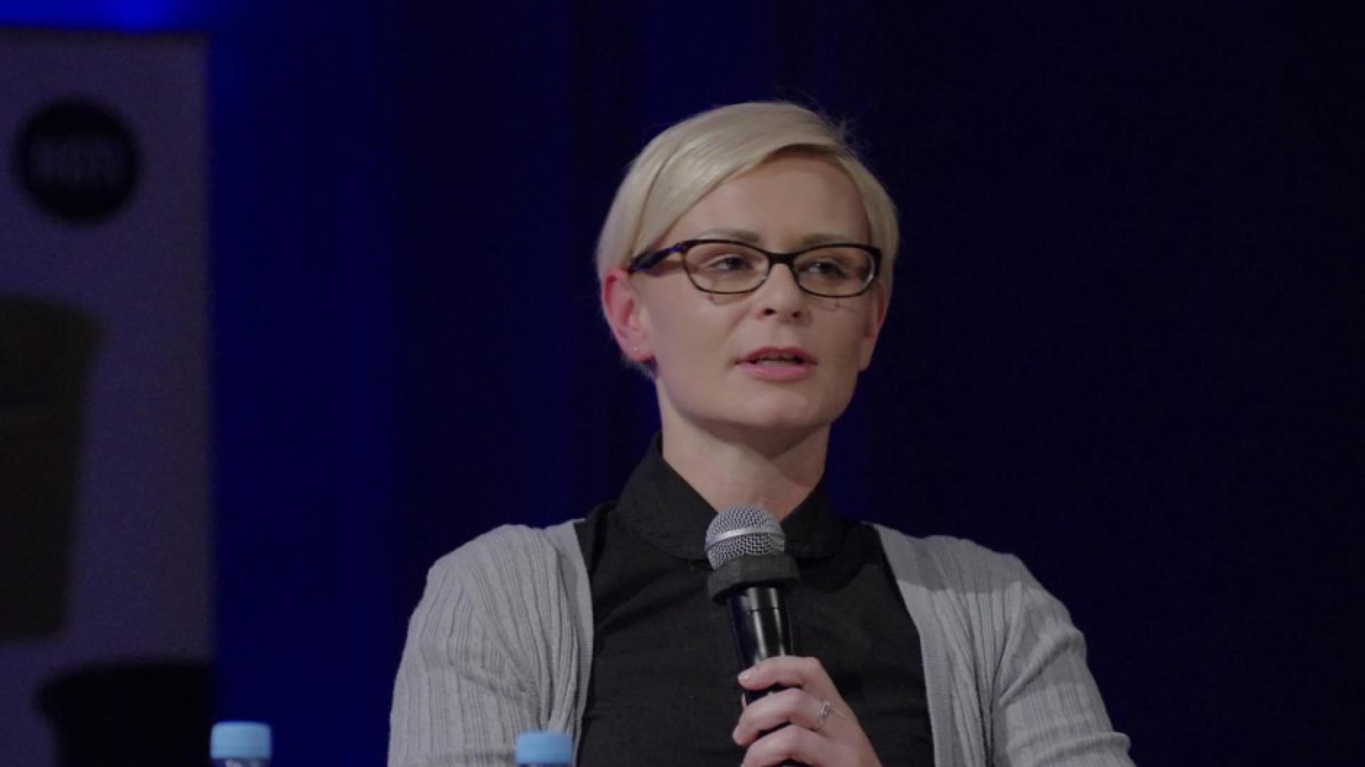 Katarzyna Zalass mówiła o coraz większym zacieraniu się granicy między biurem a domem. Fot. Piotr Waniorek.