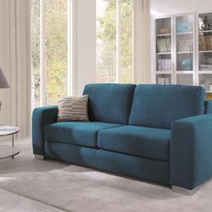 Kolekcja narożników Space marki Meble Wajnert zaprojektowana została z myślą o ludziach, którzy kochają przestrzeń i doskonale potrafią z niej korzystać. Proste kształty, podkreślone pęknięciem na boku, Szerokie siedziska, ergonomiczne oparcia i niezwykle wygodny materac, który po rozłożeniu tworzy wygodne łóżko. Fot. Meble Wajnert.