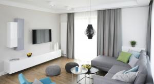 To niewielkie mieszkanie dla dwojga jest doskonałym przykładem na to, że nawet nie dysponując dużym metrażem można stworzyć przestrzeń przytulną i wygodną.