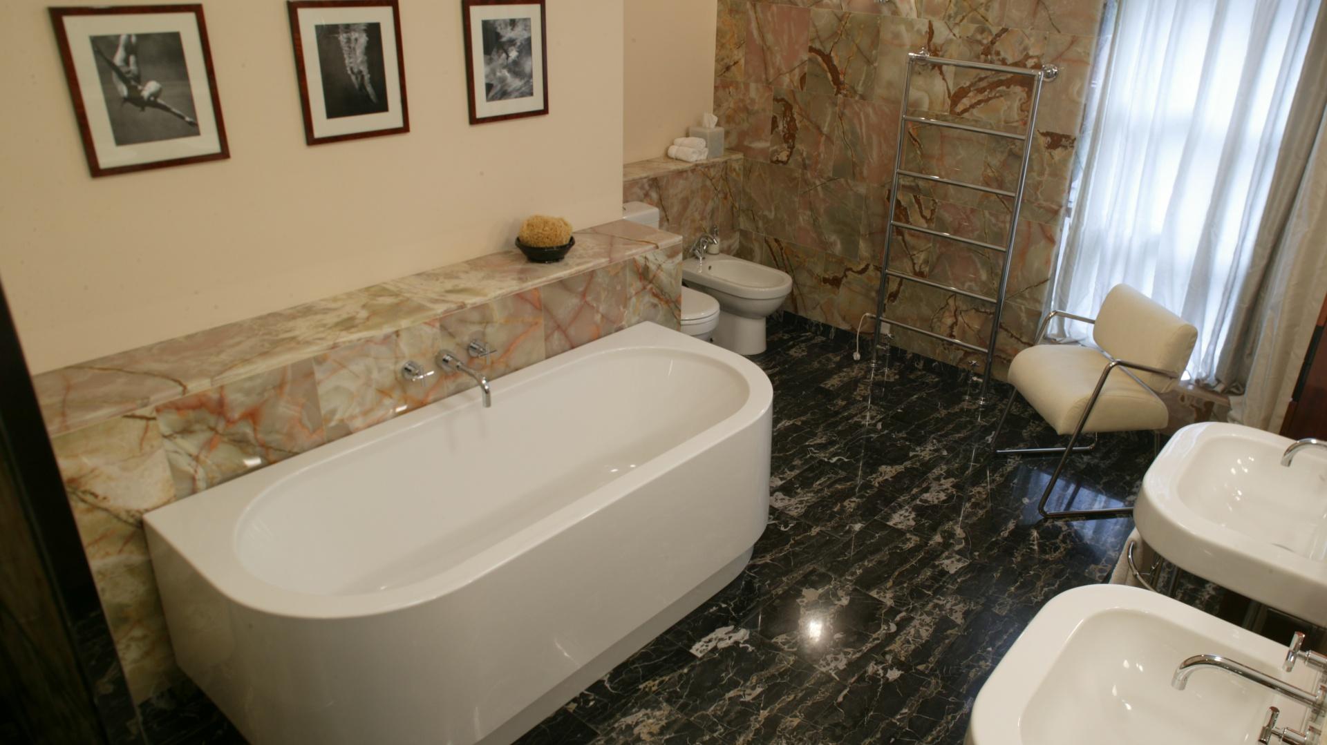 Mała łazienka 15 Pięknych Wnętrz Z Marmurem
