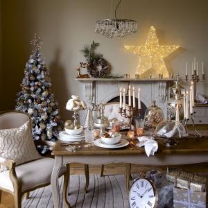 Miedź, złoto, kryształy. Wszystkie te elementy są szalenie modne - nie tylko w aranżacji wnętrz, ale również na świątecznym stole. Fot. Marks & Spencer.