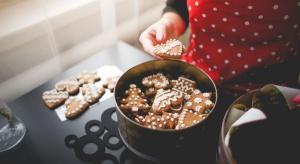 Są takie potrawy bez których ciężko jest wyobrazić sobie święta. Jednym z takich smakołyków są pierniczki. Zobaczcie jak prosto je przygotować.