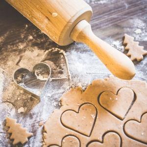 Wspólne gotowanie w rodzinnym gronie będzie idealnym wstępem do świątecznej biesiady. Fot. Picjumbo.com/Viktor Hanacek.