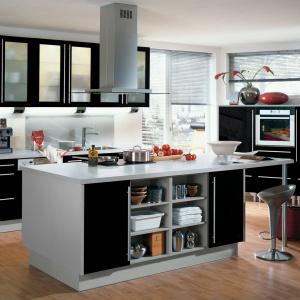 Przezroczyste szkło świetnie sprawdzi się w kuchni, w której rolę pierwszoplanową gra zabudowa. Na zdjęciu: zabudowa z linii IP 4500 marki Impuls.