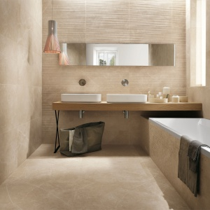Jak beżowy, włoski marmur - płytki ceramiczne Roma firmy Fap Ceramiche. Fot. Fap Ceramiche.
