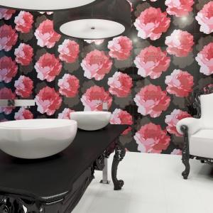 W ulubionych kolorach Coco, czyli białym i czarnym – płytki ceramiczne Blanco Brillo firmy Vives Ceramica.