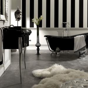 W ulubionych kolorach Coco Chanel – biało-czarna wanna Linea Retro firmy Kerasan. Fot. Kerasan.