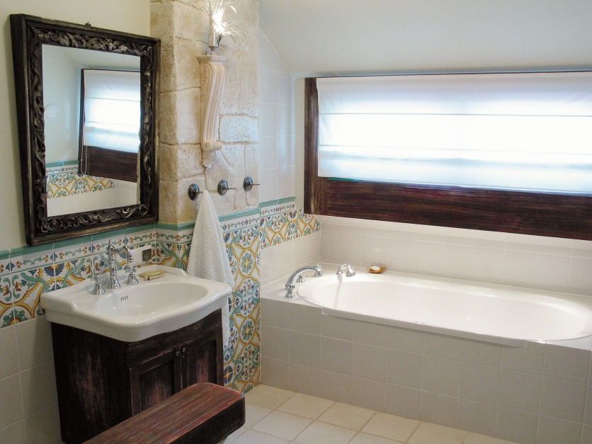 Łazienka z niewielką wanną...  Remont łazienki - pomysły na 6 metrów  Strona: 11