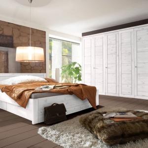 Kolekcja Bristol to solidne łóżko wykonane z litej sosny nordyckiej. Łóżko zawiera dwie szuflady na metalowych prowadnicach otwierane na lewo lub prawo. Fot. Seart.