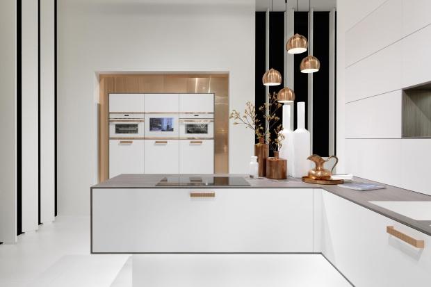 Modna kuchnia: postaw na złoto i miedź