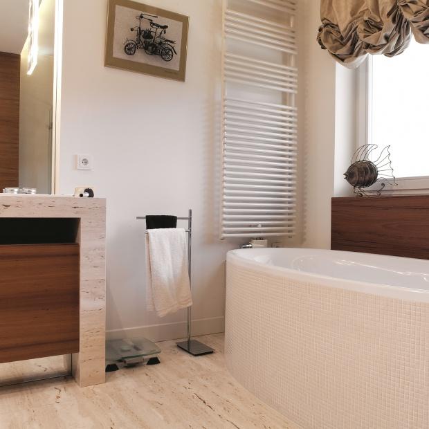Mała łazienka – pomysły na blaty z kamienia