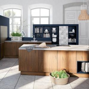 Niemiecki producent mebli kuchennych proponuje wykończenie w patchworkowej mozaice frontów swoich mebli. Efekt jest zaskakująco elegancki. Fot. Alno, meble z programu Alnoplan.