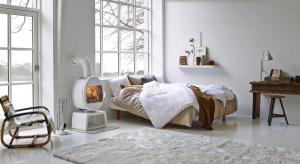 Wyjątkowy element, który sprawi, że sypialnia będzie ciepła i przytulna. Zobacz, jak zaaranżować kominek w sypialni.