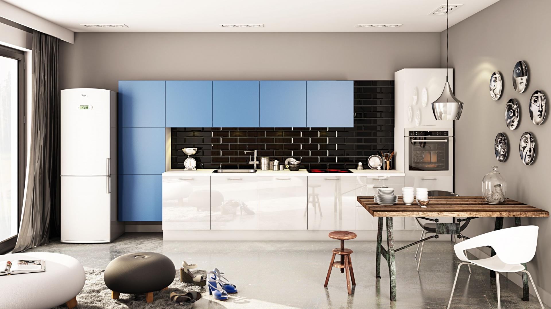 Połączenie różnych kolorów i faktur: białe fronty mebli kuchennych wykończono na wysoki połysk, z kolei dwa prostopadłe rzędy szafek są niebieski i matowe. Fot. Meolke.