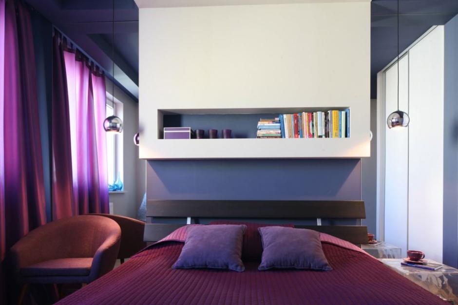 Półki nad łóżkiem to dobre...  Modna sypialnia. 15 pomysłów na ścianę za łóżkiem  Strona: 13