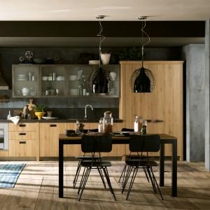Stworzona we współpracy z firmą Diesel, kuchnia Social Kitchen to ekstrawagancka propozycja dla odważnych, pozwalająca łączyć różne dekory i materiały. Fot. Scavolini.
