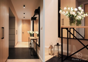 Wejście do mieszkania zaakcentowane zostało czarną mozaiką która idealnie komponuje się z czarną ramą lustra i stalową konstrukcją konsoli