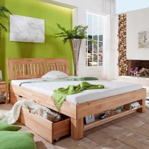 Łóżko Cleo wykonane jest z drewna bukowego. Prezentuje się bardzo naturalnie, dostępne jest z różnymi wersjami zagłówków. Fot. Seart Meble.