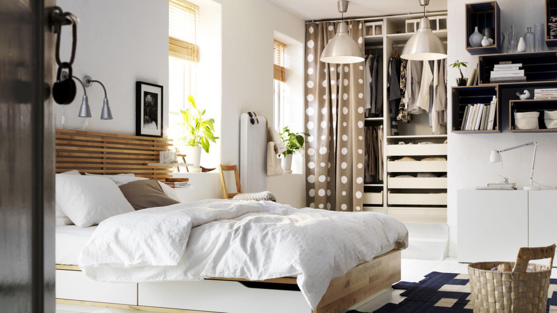 Lozko_w_sypialni_10_modeli_z_praktycznymi_schowkami,105815 on Ikea Small Bedroom Design Ideas