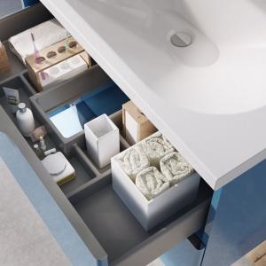 Meble Ambio charakteryzuje wysoka funkcjonalność. Całość wzbogacają drzwi i szuflady wyposażone w system cichego i miękkiego domyku. Fot. Elita