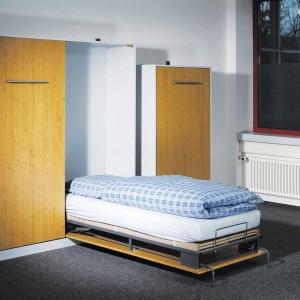 Mechanizmy do chowanego w meblościance łóżka z oferty marki Hafele. Fot. Hafele.