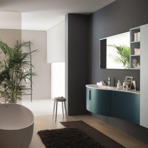 Błękit i ciemny niebieski – kolekcja mebli łazienkowych Metropolis firmy Azzurra. Fot. Azzurra.