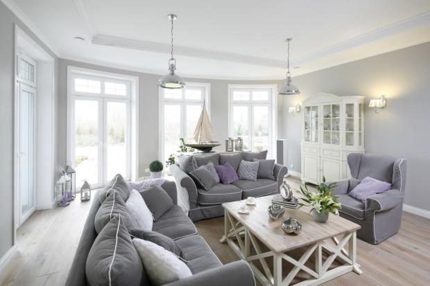 Przytulne wnętrze: eleganckie i pełne światła