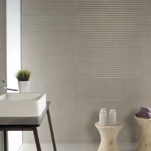Jak cementowa powierzchnia - płytki ceramiczne Basic firmy Azuvi. Fot. Azuvi.