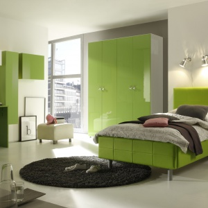 Kolekcja Smart. Łóżka w pięciu rozmiarach i siedmiu kolorach, z opcją pojemnika na pościel lub bez dają duże pole manewru przy aranżowaniu pokoju. Fot. MC Akcent.