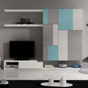 Meblościanka Tetris V to nowoczesna propozycja mebli ściennych, które idealnie pasują do salonu. Produkt wykonany jest z lakierowanego na błysk lub mat MDF-u. Fot. Le Pukka.