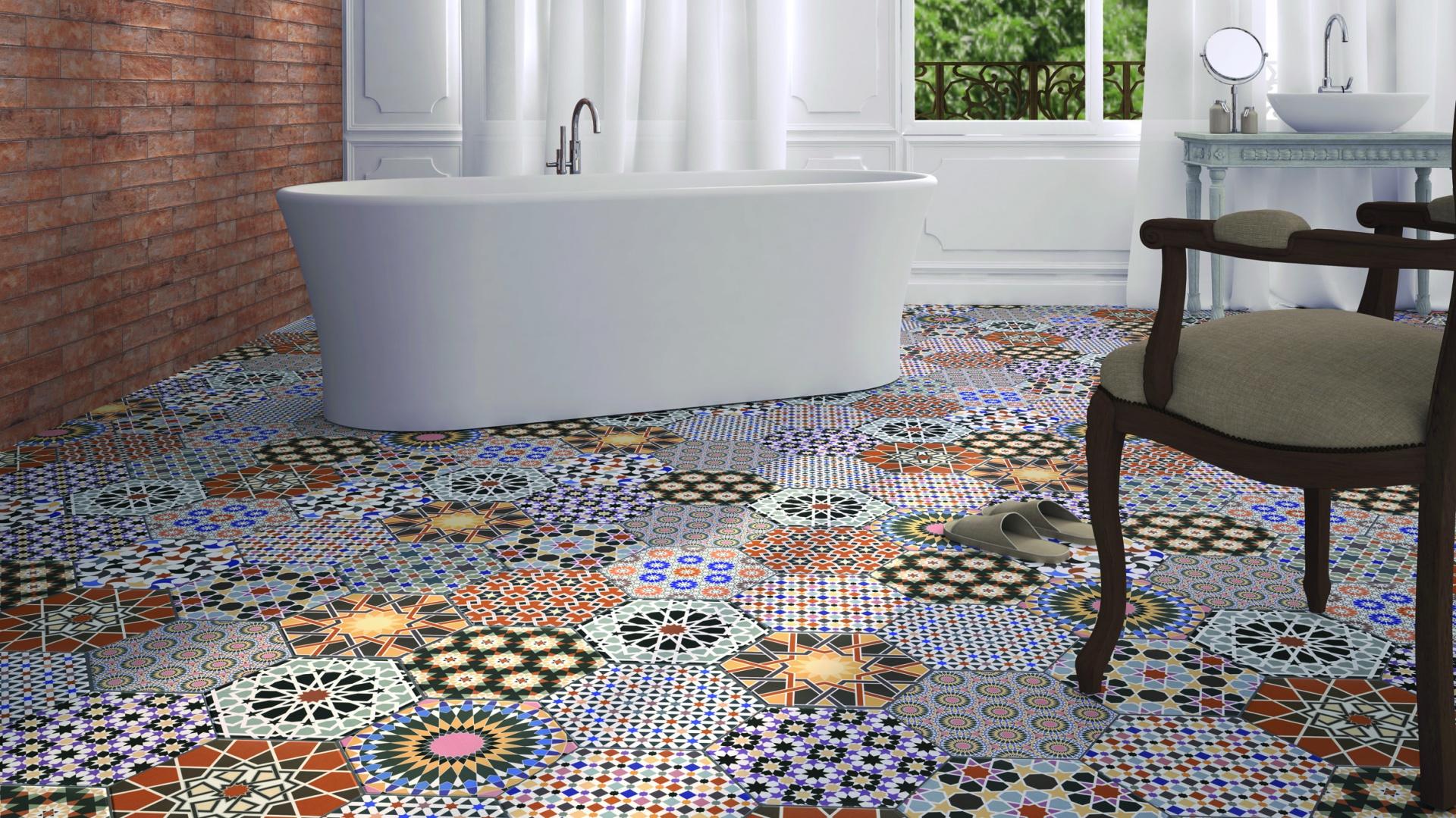 Jak kolorowy dywan - płytki ceramiczne Andalusi firmy Ceramica Realonda. Fot. Ceramica Realonda.