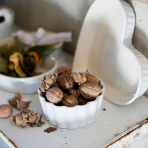 Białe naczynie - serce. Fot. Blanc MariClò.