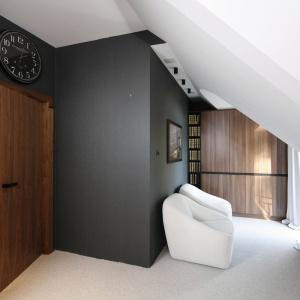 W całym domu postawiono na konsekwentną stylistykę, co podkreśla spójność i harmonię realizacji. Projekt: Jan Sikora. Fot. Bartosz Jarosz.