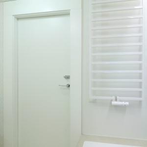 Praktyczny grzejnik drabinkowy ułatwia suszenie ręczników. Fot. Bartosz Jarosz.