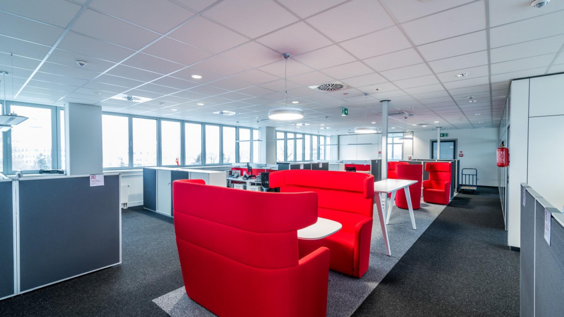 Przykładem troski o komfort pracowników mogą być rozwiązania zastosowane w nowej siedzibie firmy Kaufland Polska we Wrocławiu. Fot. Grupa RB