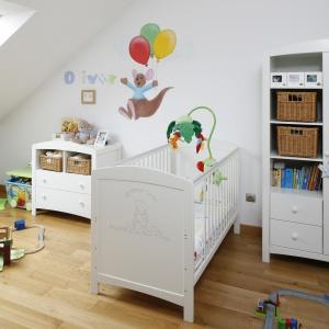 Poddasze ze względu na swoje usytuowanie warto przeznaczyć np. na pokój dziecka. Projekt: Magdalena Wielgus-Biały. Fot. Bartosz Jarosz.