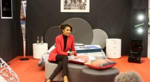 Omenaa Mensah swój czas poświęca nie tylko na pracę w telewizji, czy projekty charytatywne. Dziennikarka i bizneswoman realizuje także swoje pasje związane z designem i rozwojem własnej firmy meblowej Ammadora. Jej najmłodszym dzieckiem jest kolek