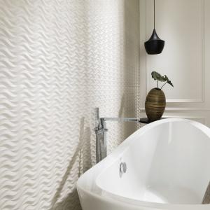 Ze wzorem jak utworzonym na piasku przez morskie fale - płytki ceramiczne Newport Island marki Venis. Fot. Venis.
