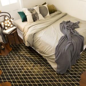 Stylowa sypialnia to klasa i elegancja sama w sobie. Dzięki pięknym meblom oraz eleganckim detalom stworzymy przytulną strefę relaksu. Fot. Art Hide.
