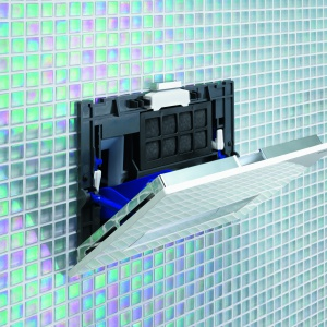 Z pojemnikiem na kostki dezyfekujące – przycisk Sigma 40 firmy Geberit. Fot. Geberit.