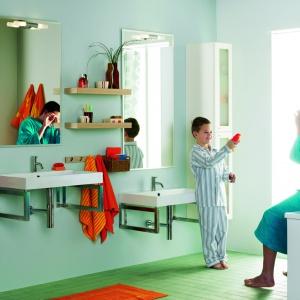 Ten sam model umywalki dla dzieci i rodziców, ale na innej wysokości. Fot. Dansani.