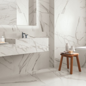 Jak biały marmur - płytki ceramiczne Roma firmy Fap Ceramiche. Fot. Fap Ceramiche.