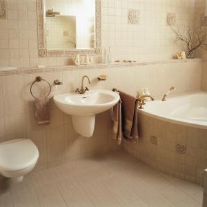 Rodzinna łazienka z dużą, narożną wanną. Powierzchnia: ok. 7 m². Projekt: Elżbieta Wierzbicka. Fot. Tomasz Markowski.