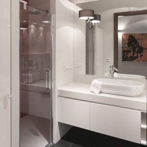 Kabina prysznicowa znajduje się we wnęce. Fot. Bartosz Jarosz.