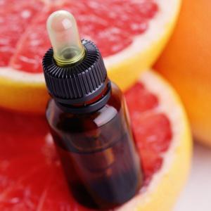 Zapach olejku grejpfrutowego poprawia humor. Fot. Shutterstock.