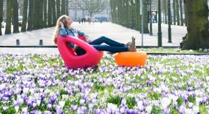 Bajecznie kolorowe, odporne na warunki atmosferyczne. Zobaczcie pomysły na siedziska holenderskiej marki Lonc.