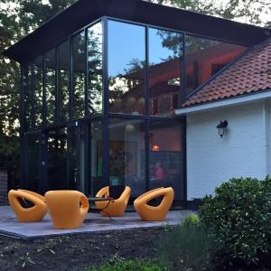 Meble sprawdzą się w domu i na tarasie czy ogrodzie. Fot. Dutchhouse.pl