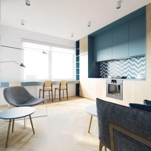 Wspomniane okno nie ma zasłon ani firan, co optycznie dodaje wnętrzu przestrzeni. Ciekawym trikiem optycznym jest jednorodność kolorystyczna podłogi i zabudowy kuchennej. Projekt i wizualizacje: 081 Architekci.