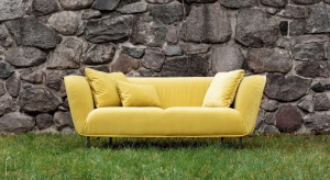 Maja to nowa sofa od Sits, która stworzy nam prywatną, wiosenną strefę komfortu.